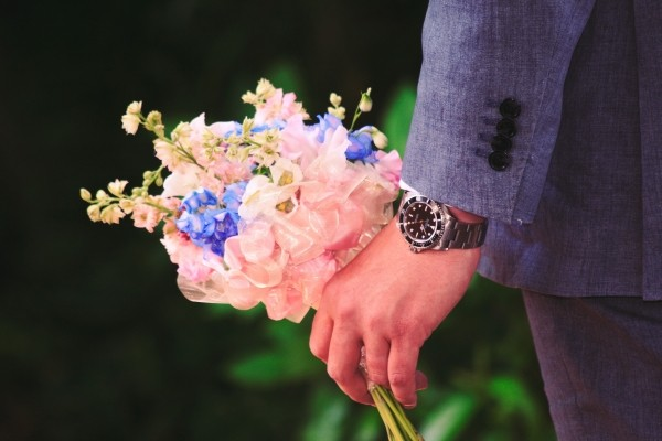 hand-flowers-man