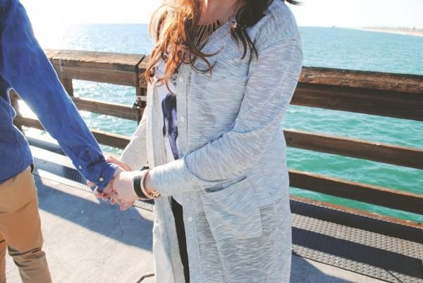 woman-holding-pier